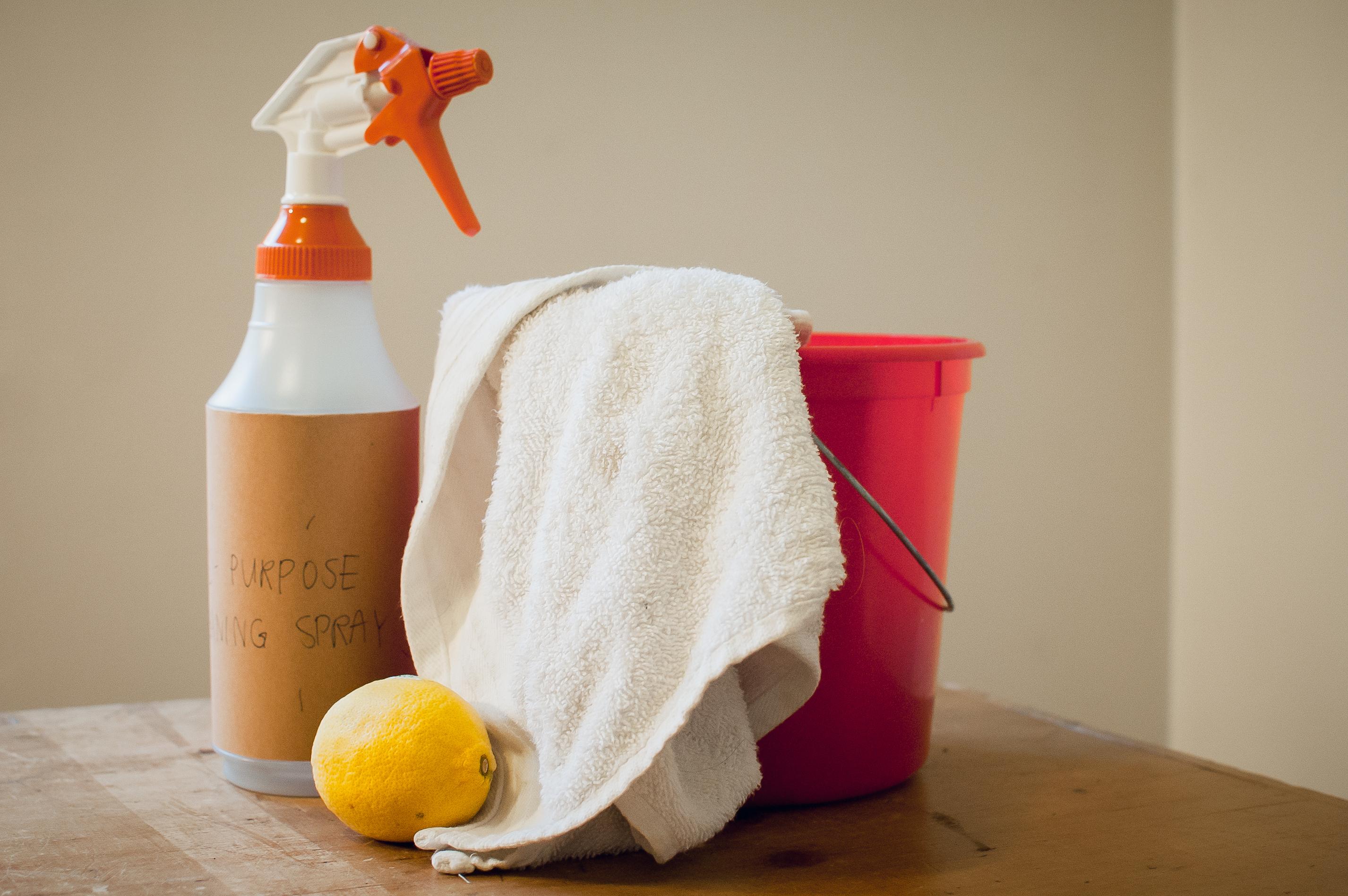 Multi-purpose sprays made from lemon