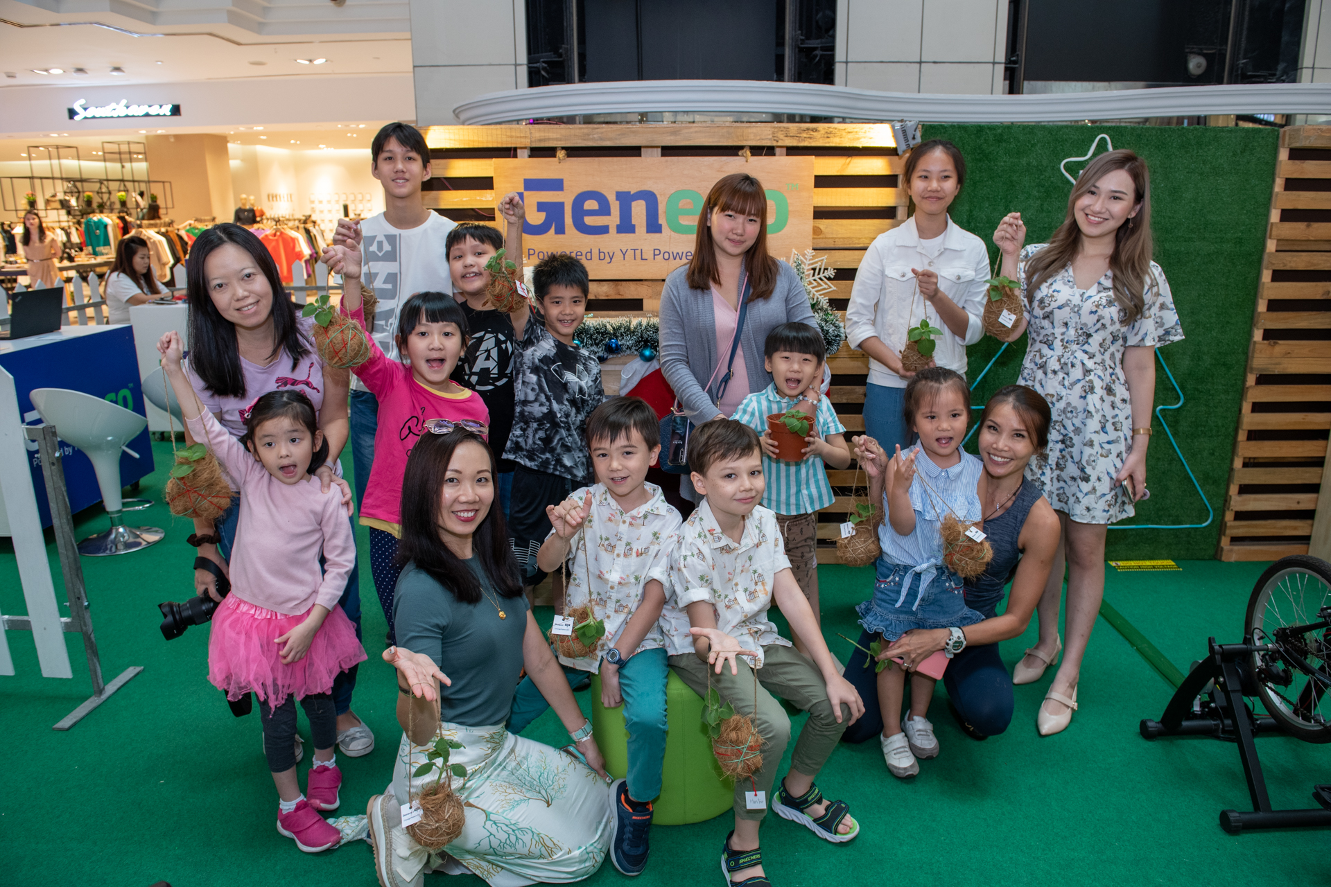 Dreaming Of A Green Christmas With Geneco