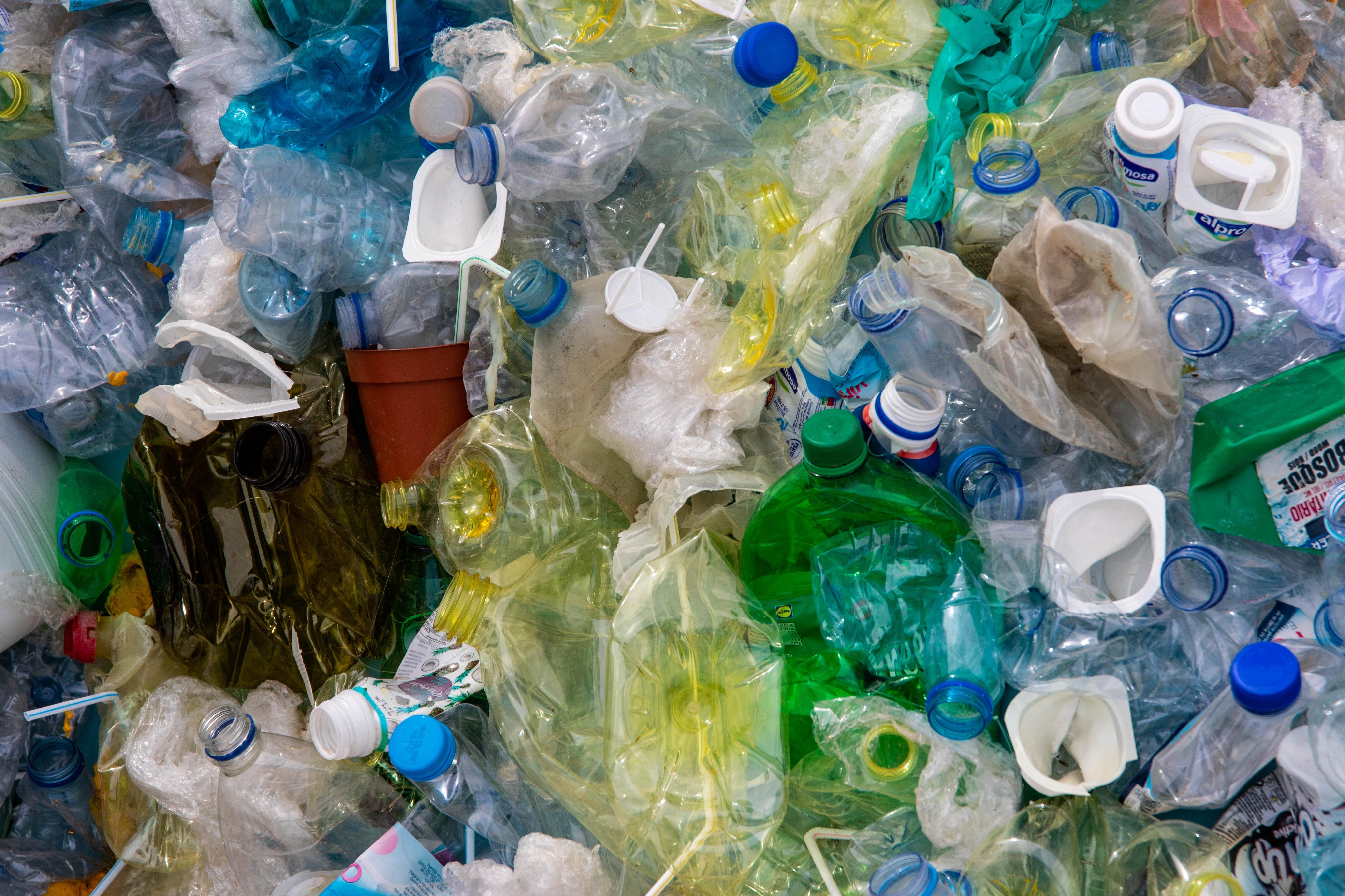 bottles-dirty-disposal-2547565
